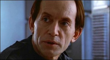 Lance Henriksen - Bishop