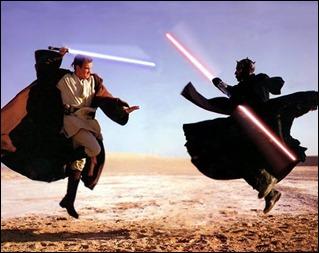 La doble espada laser no le sirve a Darth Maul al final para nada