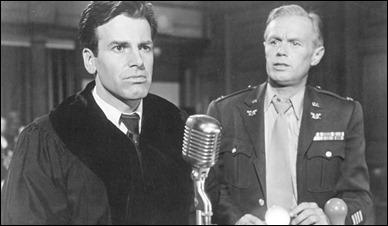 El abogado Rolfe y el fiscal Lawson, Maximilian Schell y Richard Widmark