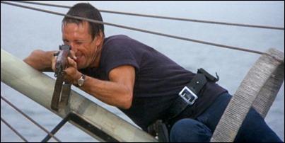 El jefe Brody a punto del disparo final