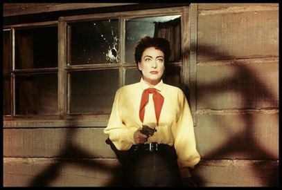 Famosa imagen de Vienna, Joan Crawford, en el final de Johnny Guitar
