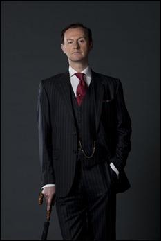 Mark Gatiss es Mycroft Holmes