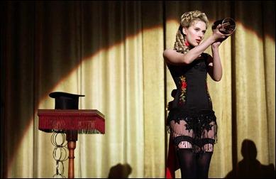 Scarlett Johansson también sale, qué se le va a hacer