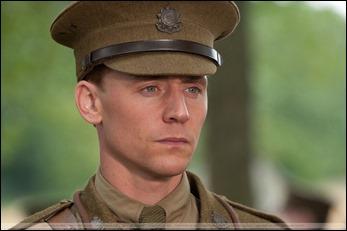Tom Hiddleston como el capitán Nicholls