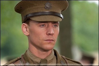 Tom Hiddleston como el capitán Nicholls