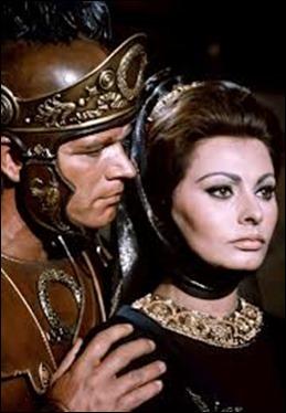 Stephen Boyd y Sofia Loren como Livio y Lucila