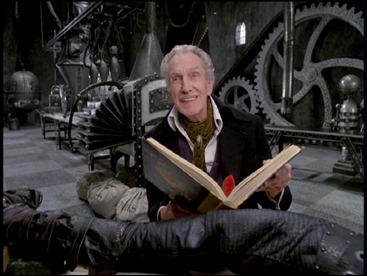 El anciano Vincent Price como el inventor
