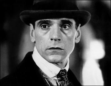 Esta mirada de Jeremy Irons puede albergar la tristeza de Kafka