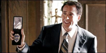 Nicolas Cage intentando hacernos creer que es policía o actor o algo...