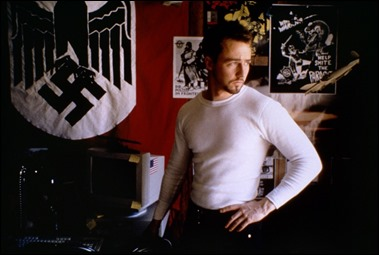 Edward Norton ante la quincalla nazi de su hermano Danny