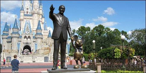Walt Disney y su otro yo, Mickey, en Disney World