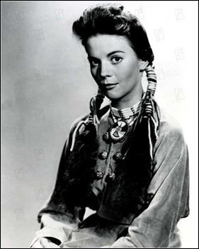 Natalie Wood, muy guapa como Debbie, la prisionera de los comanches