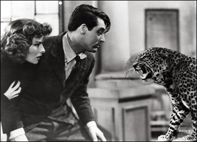 Se nota el leopardo  RECORTADO frente a Grant y Hepburn