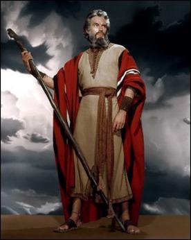 Charlton Heston aburre cuando Moisés luce luengas barbas