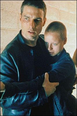 El policía Tom Cruise y la precognitiva Samantha Morton