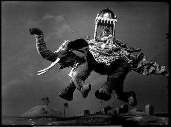 No es Dumbo, pero vuela, cortesía de Starewitch