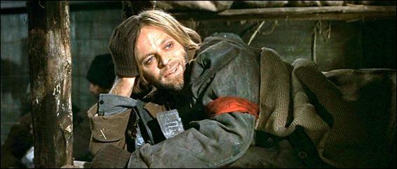 Klaus Kinski como el anarquista que viaja con los Zhivago