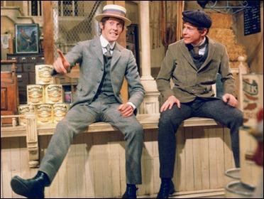 Michael Crawford y Danny Lockin como Cornelio y Bernabé