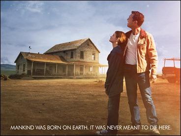 Cooper y su hija Murph, con la mirada en los cielos
