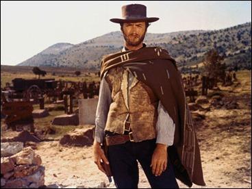 Clint Eastwood y su poncho. El bueno