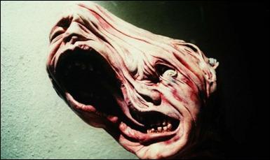 El rostro deformado como si fuera plastilina de La Cosa