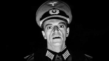 El rostro inquietante de Howard Vernon como el comandante von Ebrennac