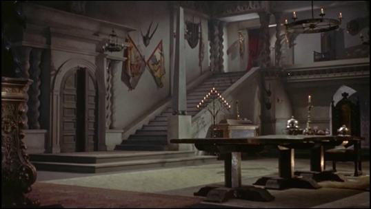 El lujoso interior del castillo de Christopher Lee