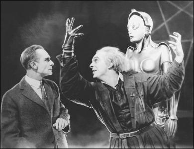 Rudolf Klein-Rogge como el inventor Rotwang, frente al amo de Metrópolis
