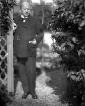 Henry James en su jardín