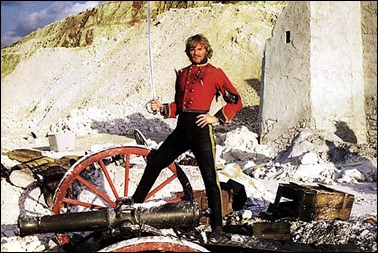 Malcolm McDowell, a priori no el Flashman que uno hubiera elegido