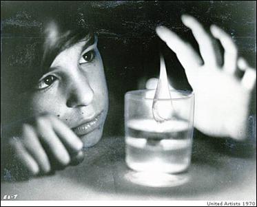 El juego con las velas tan propio de Néstor Almendros