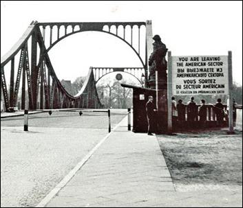 El puente Glienicke, en Potsdam, Berlín