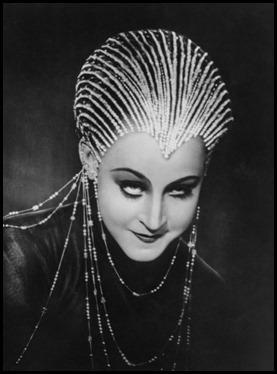 Brigitte Helm como la malvada María