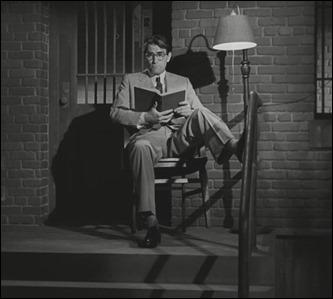 Atticus y su lámpara, imagen emblemática de Matar a un ruiseñor