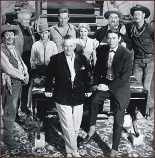 Foto del espectacular reparto de Horizontes de grandeza, con William Wyler al frente