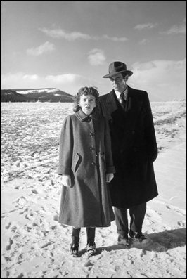 Robert Ryan y Ida Lupino, y la nieve