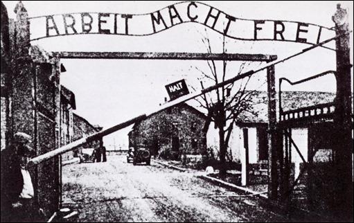El trabajo hace libres, el siniestro eslógan con que Auschwitz recibía a sus prisioneros