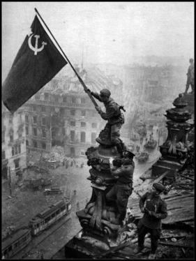 La bandera soviética sobre el Berlín derrotado