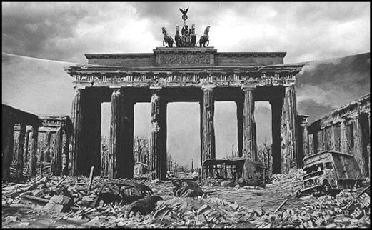 La Puerta de Brandenburgo, en 1945