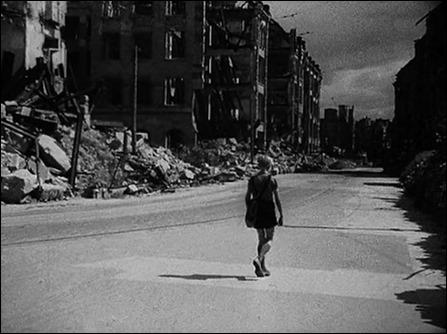 Un niño solitario en un mundo en ruinas, la imagen de Alemania, año cero