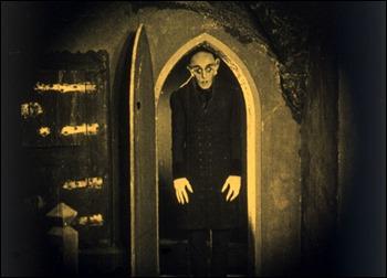 El conde Orlok exhibe ya su monstruosidad sin recato