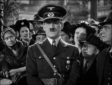 El Fuhrer en las calles de Varsovia, o Tom Dugan en el inicio de Ser o no ser, de Lubitsch