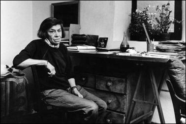 Patricia Highsmith en su estudio