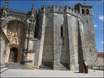 El castillo templario de Tomar, en Portugal, importante en El péndulo de Foucault