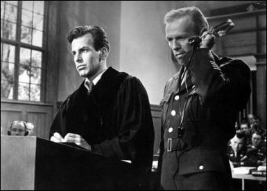 El abogado Schell y el fiscal Widmark en Vencedores o vencidos