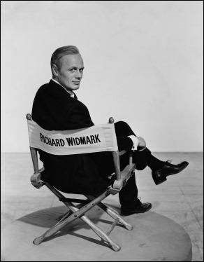Esa media sonrisa no anticipa nada bueno en Richard Widmark...