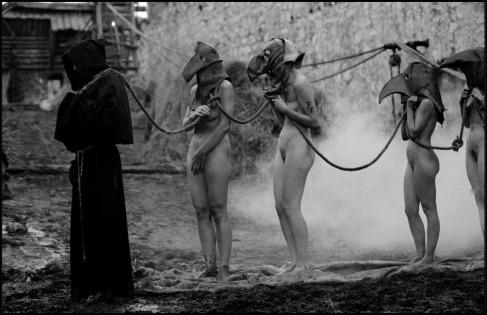 Imágenes de la última adaptación cinematográfica de Qué difícil es ser Dios, por Aleksei German, en 2013