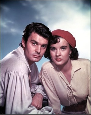 Louis Jourdan y Jean Peters en La mujer pirata, de Tourneur