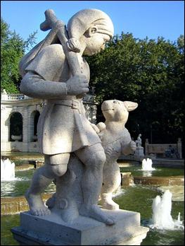 Escultura de El gato con botas y su amo, de Ignatius Taschner, 1913, en un parque de Berlín