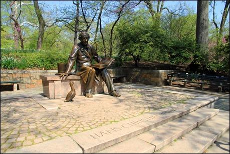 Estatua de H. C. Andersen en Central Park, Nueva York